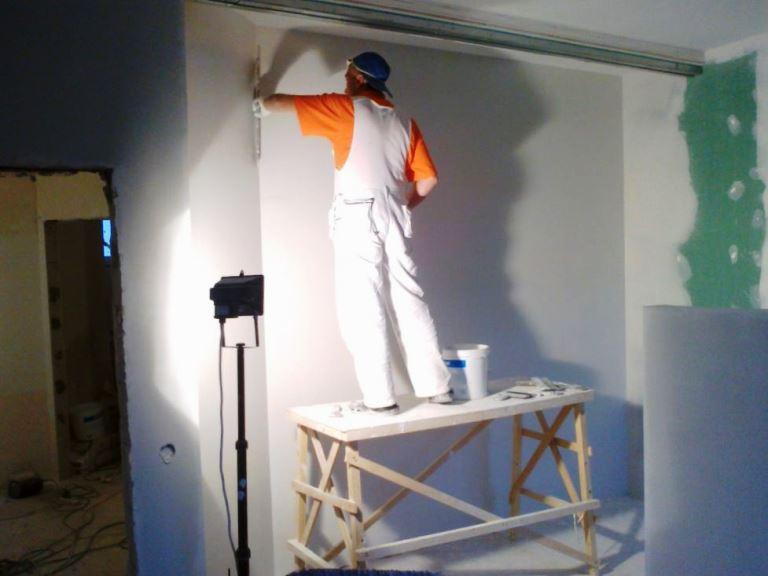 Сколько стоит 1 кв м шпатлевки стен